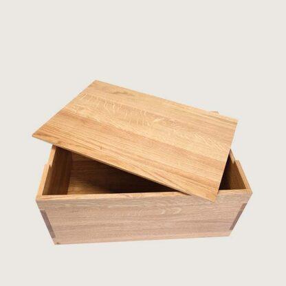 bogkasse vist med låg