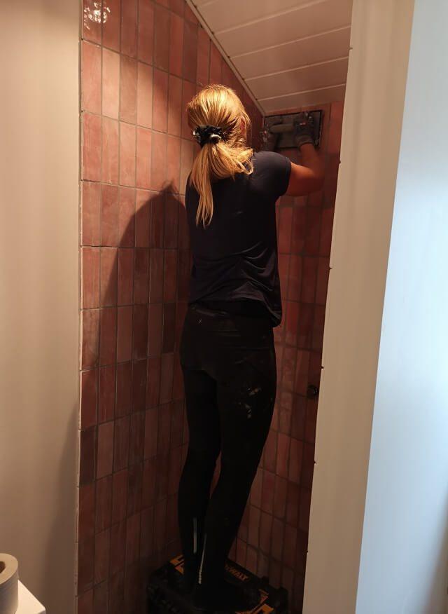 opsætning af fliser badeværelse rengøring